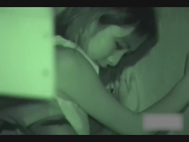 【カップル】素人カップルが深夜の公園で青姦する現場を暗視カメラで隠し撮り盗◯!